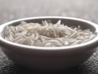 Wie man Reis mit dem Reiskocher zubereitet
